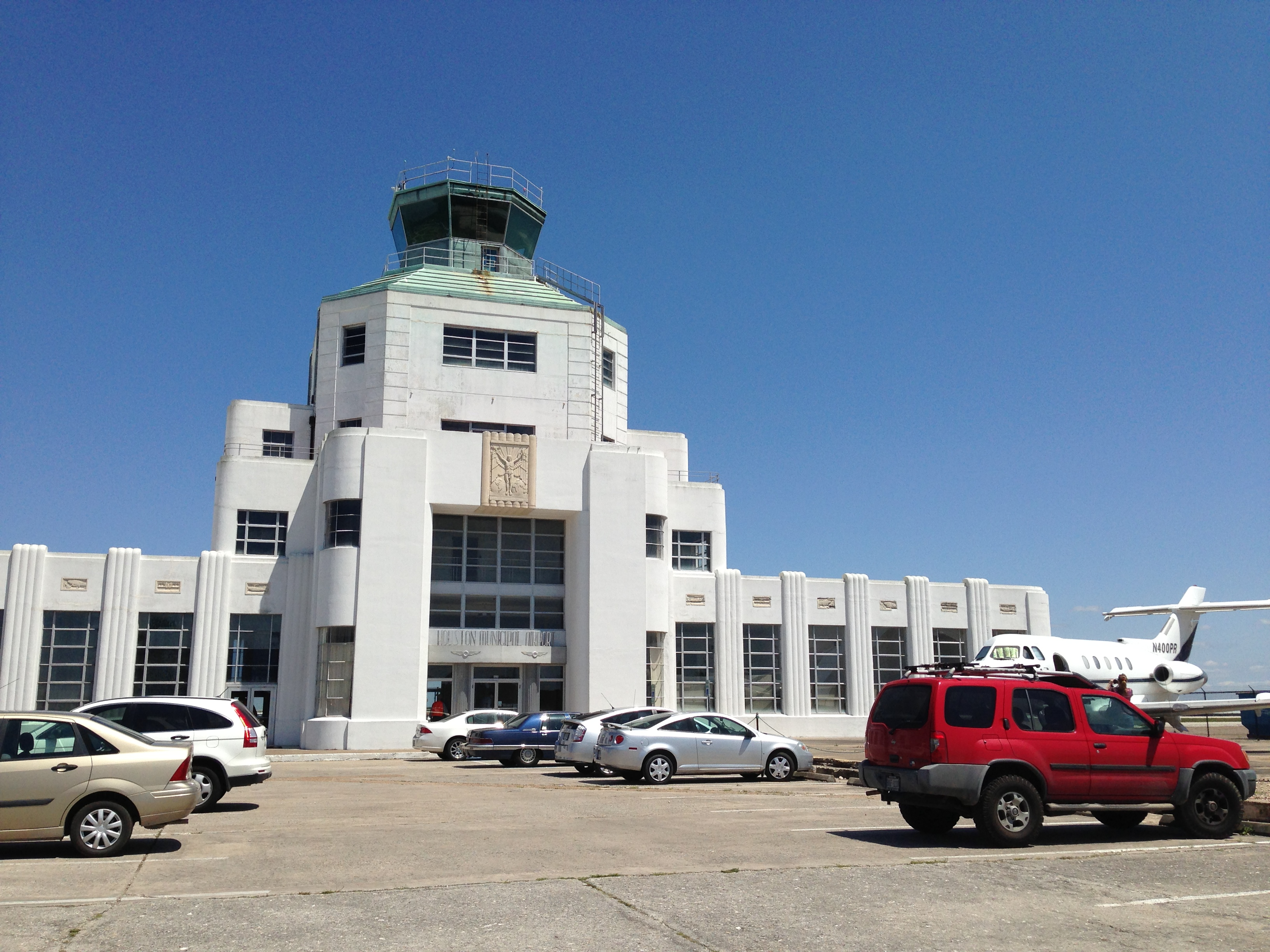 Five museums for five bucks in houston part i 1940 air terminal museum queen of fire for Air deco